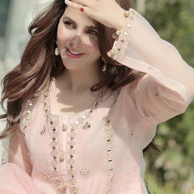 Areeba Habib Talks About Her Bonding With Minal Khan 6